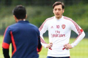 Mesut Ozil Menuju Turki dan Tinggalkan Arsenal